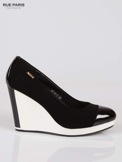 Czarne buty damskie na kontrastowym koturnie