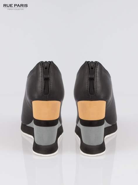 Czarne buty open toe na koturnie w paski                                  zdj.                                  3