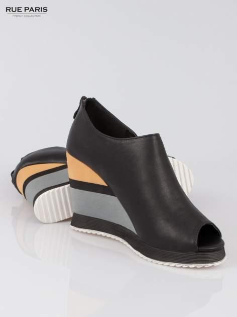 Czarne buty open toe na koturnie w paski                                  zdj.                                  4