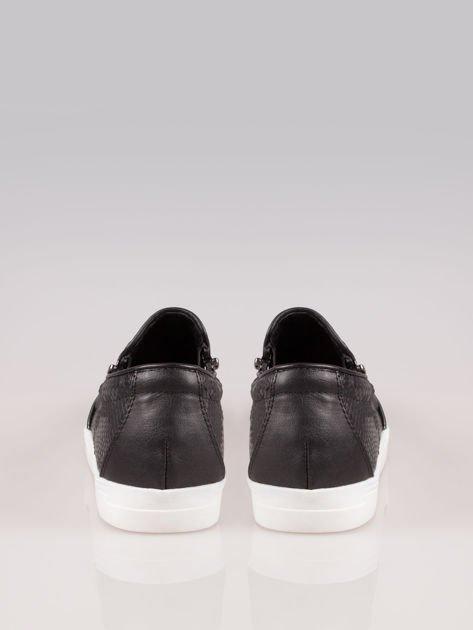 Czarne buty slip on Mia z efektem skóry krokodyla i srebrnym czubkiem                                  zdj.                                  3