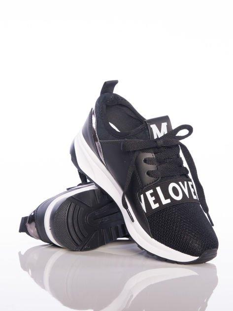 Czarne buty sportowe Rue Paris z ażurowymi wstawkami na przodzie i napisami                              zdj.                              4