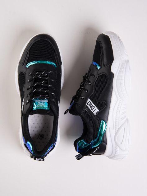 Czarne buty sportowe z holograficznymi wstawkami w kolorze błękitu                              zdj.                              1