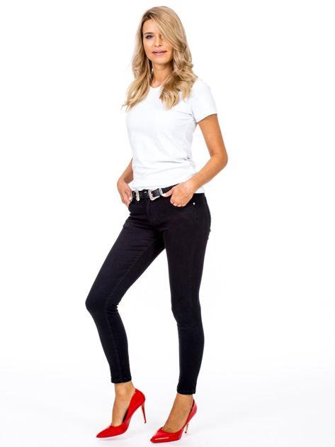 Czarne dopasowane spodnie damskie z paskiem                              zdj.                              4