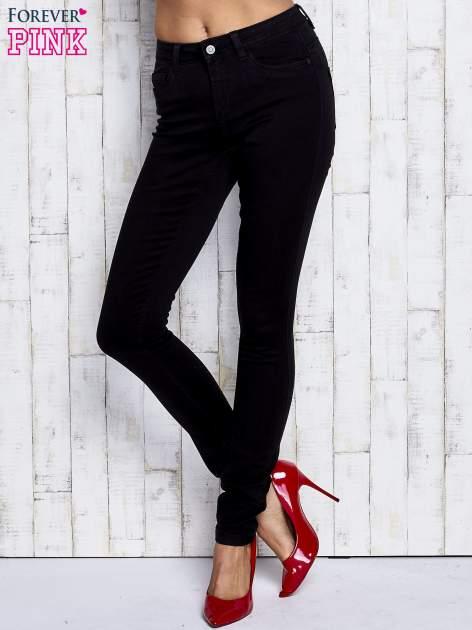 Czarne dopasowane spodnie jeansowe                                  zdj.                                  1
