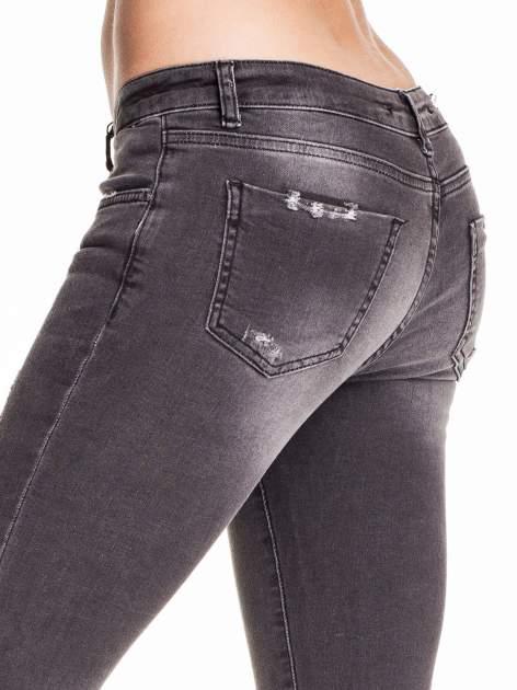 Czarne dopasowane spodnie skinny jeans z przetarciami i zamkami na dole                                  zdj.                                  6