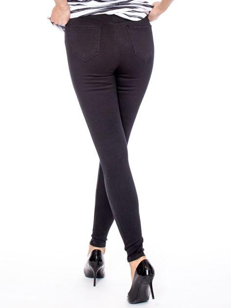 Czarne dopasowane spodnie z wysokim stanem                              zdj.                              2