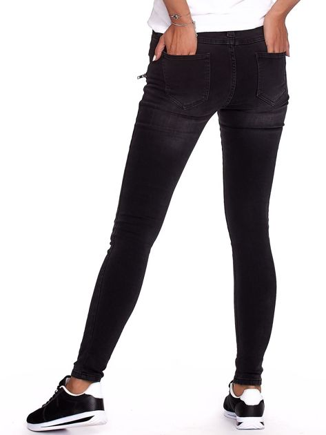 Czarne dopasowane spodnie ze sznurowaniem                              zdj.                              2
