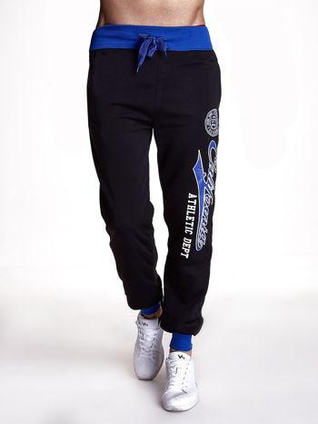 Czarne dresowe spodnie męskie z napisem CALIFORNIA i naszywką                                  zdj.                                  1