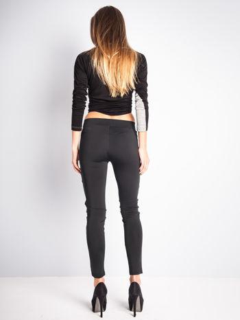 Czarne dwustronne legginsy skórzane                                  zdj.                                  6