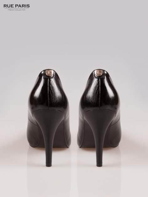 Czarne fakturowane szpilki z lekko zaokrąglonym noskiem                                  zdj.                                  3