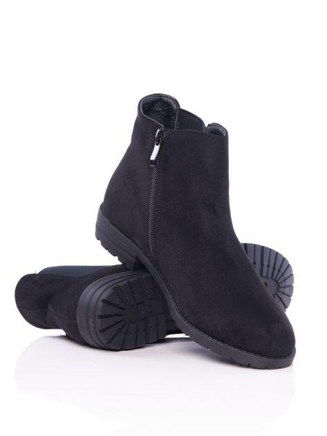 Czarne gładkie botki na płaskim obcasie z gumkowaną wstawką na boku cholewki                                  zdj.                                  4