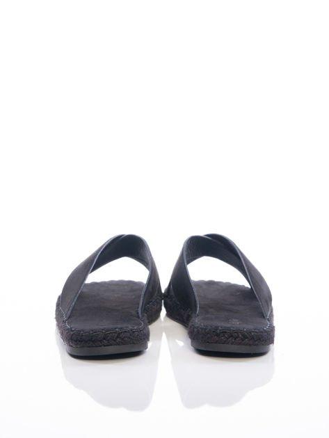 Czarne gładkie klapki z ecozamszu                              zdj.                              3