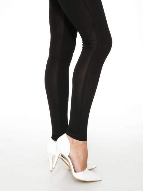 Czarne gładkie legginsy z bawełny                                  zdj.                                  7