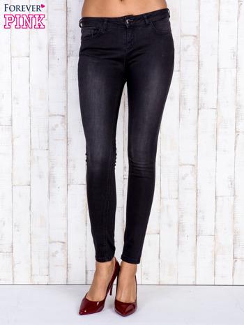 Czarne jeansowe spodnie rurki z przetarciami                                  zdj.                                  1