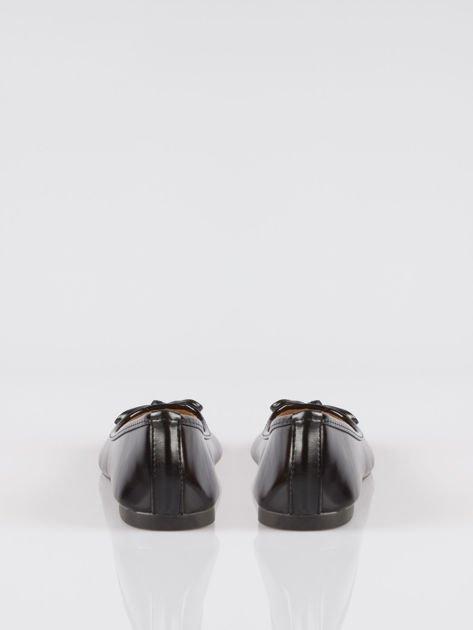 Czarne klasyczne lakierowane baletki faux polish leather z kokardką                                  zdj.                                  3