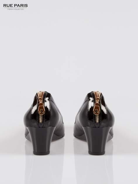 Czarne koturny faux leather Marisa ze złotym suwakiem z tyłu                                  zdj.                                  3
