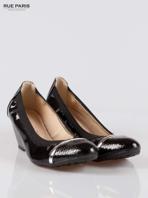 Czarne lakierowane koturny faux leather Martha z ozdobnym czubkiem