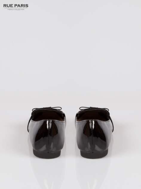 Czarne lakierowane lordsy z kokardką                                  zdj.                                  3