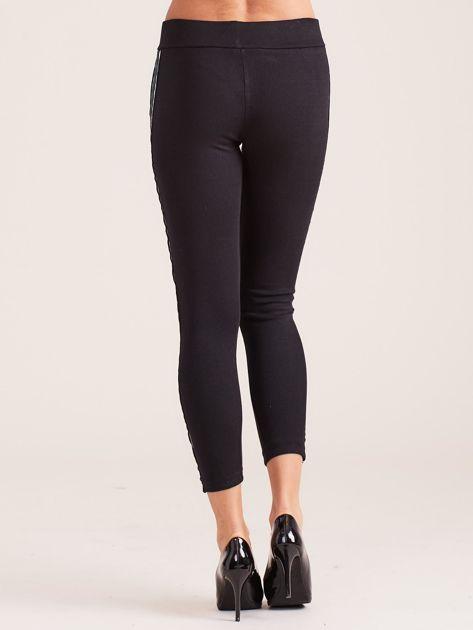 Czarne legginsy damskie z kolorową taśmą                               zdj.                              3