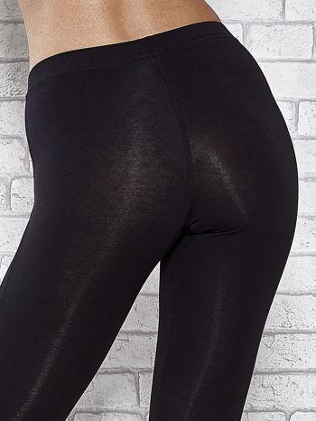 Czarne legginsy sportowe z aplikacją z dżetów na nogawkach                                  zdj.                                  7