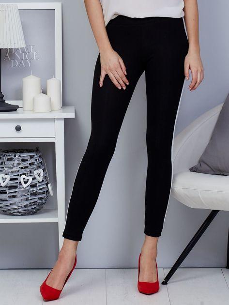 Czarne legginsy z białym lampasem                                  zdj.                                  5