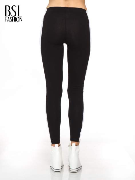 Czarne legginsy z białymi modułami wzdłuż nogawek                                  zdj.                                  4