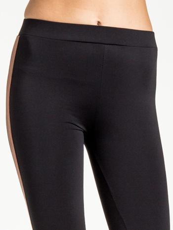 Czarne legginsy ze skórzanym lampasem                                  zdj.                                  5