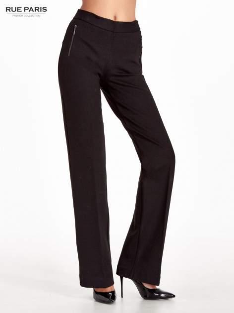 Czarne materiałowe spodnie dzwony w kant                              zdj.                              1