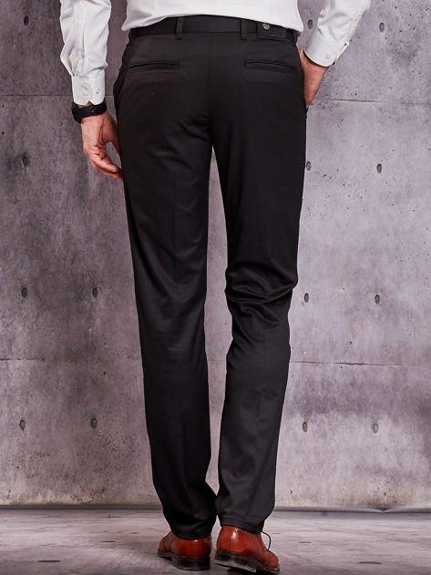 Czarne materiałowe spodnie męskie z kieszeniami                              zdj.                              2