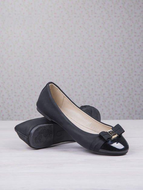 Czarne matowe baleriny Double Cream z kokardką i lakierowanym przodem                                  zdj.                                  4