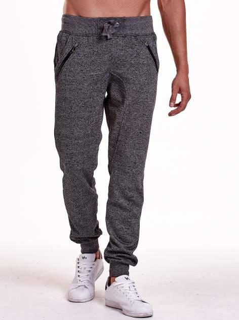 Czarne melanżowe spodnie męskie z zasuwanymi kieszeniami                                  zdj.                                  1