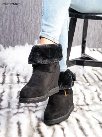 Czarne ocieplane śniegowce na koturnie z futrzanym kołnierzem                                  zdj.                                  3