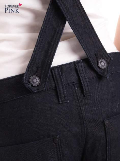 Czarne ogrodniczki jeansowe z kieszeniami                                  zdj.                                  10