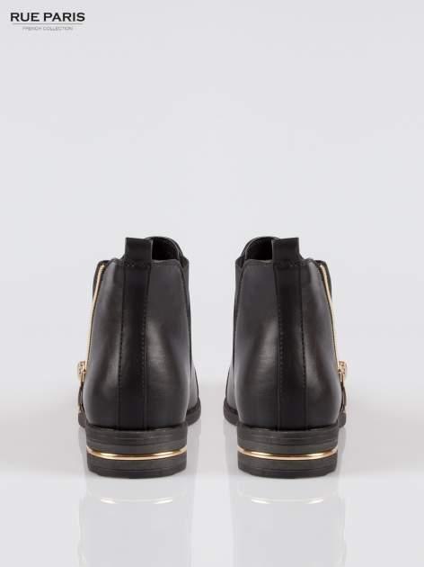 Czarne płaskie botki cap toe ze złotym suwakiem i obcasem                                  zdj.                                  3