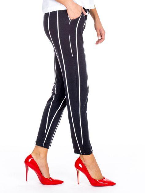 Czarne proste spodnie w paski                              zdj.                              3