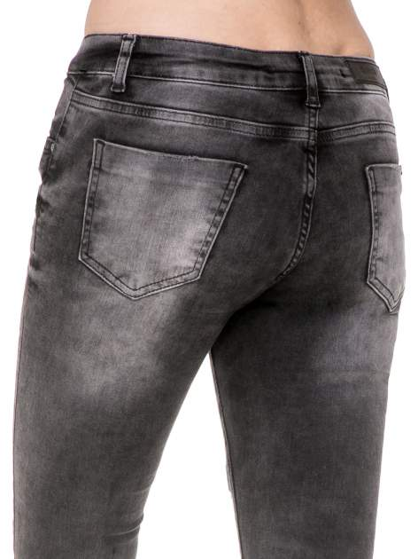 Czarne rozjaśniane spodnie jeansowe 7/8 z przetarciami i łatami                                  zdj.                                  8