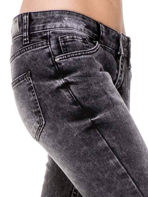 Czarne rozjaśniane spodnie jeansowe 7/8 z rozdarciami                                  zdj.                                  7