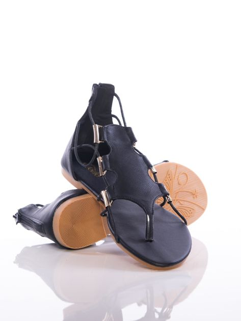 Czarne sandały Evento z ozdobnymi sznurkami i złotymi blaszkami                                zdj.                              4