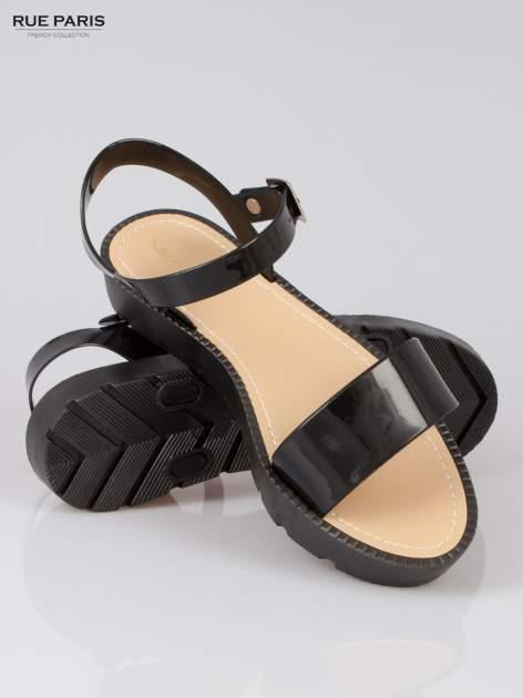 Czarne sandały strap slides Nahla na traktorowej podeszwie                                  zdj.                                  4