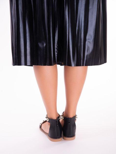 Czarne sandały z zapięciem na suwak z tyłu cholewki                              zdj.                              6