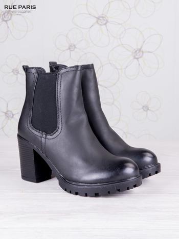 Czarne skórzane botki faux leather na słupku zapinane na suwak                                  zdj.                                  2