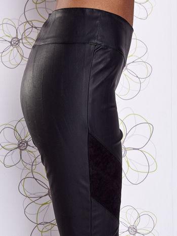 Czarne skórzane spodnie z zamszowymi wstawkami                                  zdj.                                  5