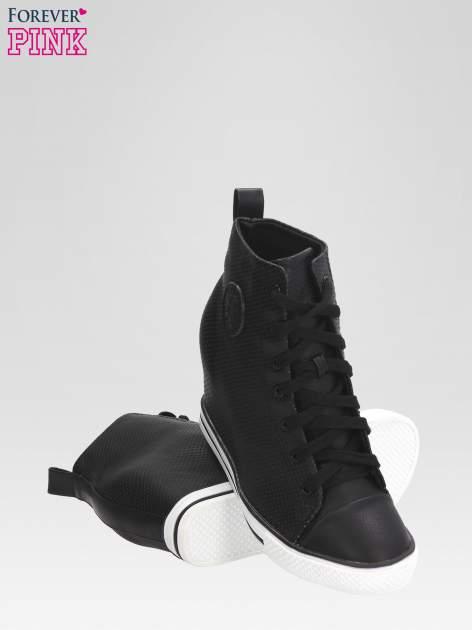 Czarne sneakersy damskie z siateczką                                  zdj.                                  4