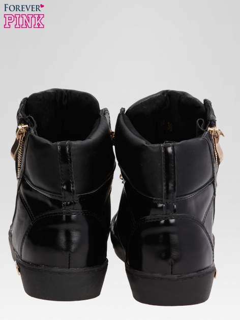 Czarne sneakersy damskie ze złotym łańcuszkiem                                  zdj.                                  3