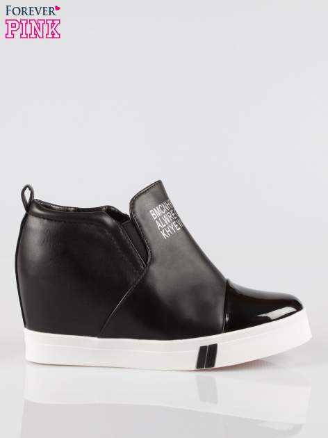 Czarne sneakersy trampki na koturnie z lakierowanym czubkiem