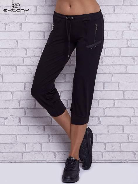 Czarne spodnie capri z kieszeniami po bokach                                  zdj.                                  1