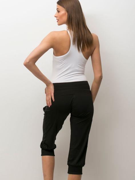 Czarne spodnie capri z wiązaniem                                  zdj.                                  3