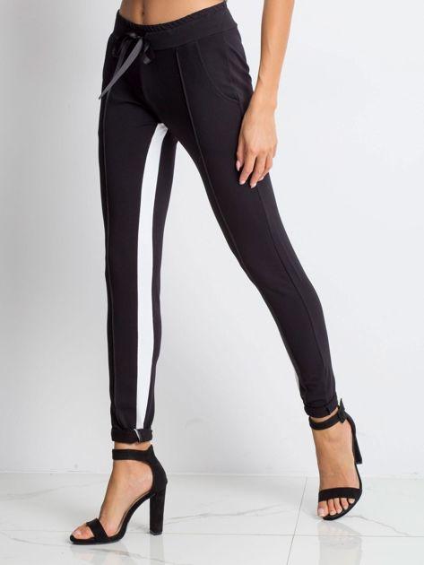 Czarne spodnie dresowe Defined                              zdj.                              3