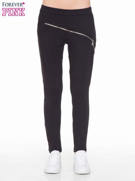 Czarne spodnie dresowe typu baggy z suwakiem                                  zdj.                                  1
