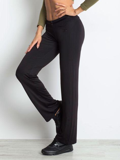 Czarne spodnie dresowe z guzikami                                  zdj.                                  3
